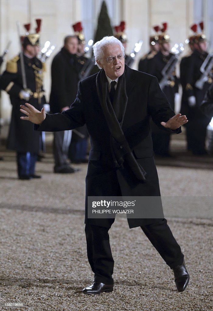 Former French Prime Minister Lionel Jospin gestures upon his arrival at the Elysee Palace in Paris, on December 11, 2012, to attend a state dinner given in honour of Brazil's President. Brazilian President Dilma Roussef is on a two-day visit to France. AFP PHOTO / POOL / PHILIPPE WOJAZER