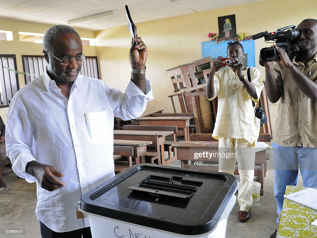 Former Gabonese Prime Minister and Gabonese opposition National Union (UN) party's candidate for the partial elections Jean Eyeghe Ndong (L) prepares to cast his ballot on June 6, 2010 in a polling station of the 1st district of Libreville. Tight security forces were present during the whole day of elections in Libreville.