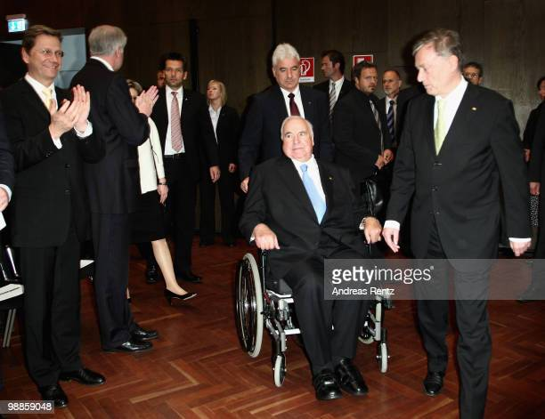 Former German Chancellor Helmut Kohl arrives with German President Horst Koehler as Vice Chancellor and Foreign Minister Guido Westerwelle applause...