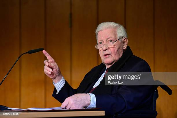 Former German Chancellor Helmut Schmidt speaks at a ceremony at the Kirchdorf/Wilhelmsburg Gymnasium high school on the day the school officially...