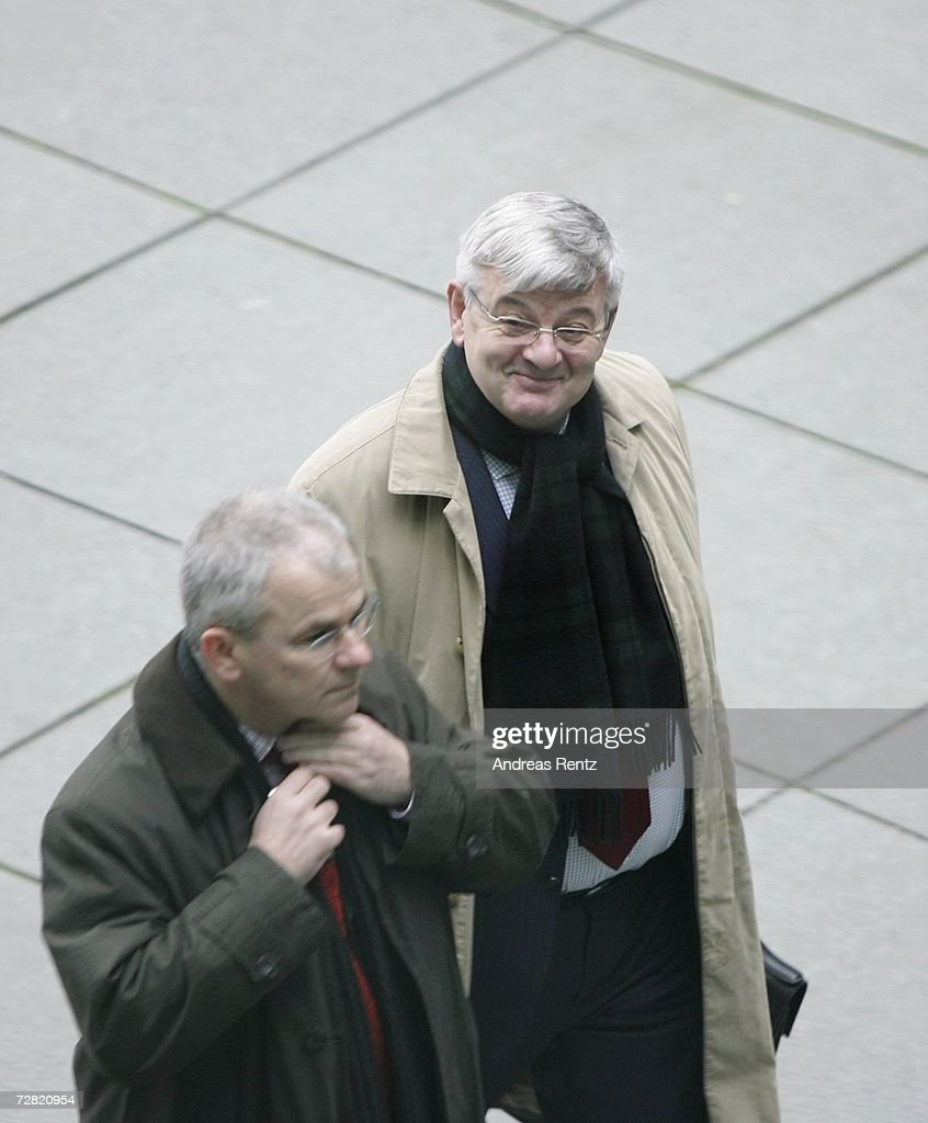 Former German Foreign Minister Joschka Fischer (R) arrives for an opening session of Bundestag hearings on Germany's Iraq war involvement and related intelligence issues at Maria-Elisabeth-Lueders House on December 14, 2006 in Berlin, Germany. Fischer will testify at the inquiry into Germany's past and present government's known intelligence service activities that may have broken German law after the 2001 terror attacks. The lower house of parliament will question the alleged abduction of Khaled el-Masri, a German of Lebanese origin, by the U.S. Central Intelligence Agency (CIN) to discover when the government found out about it.