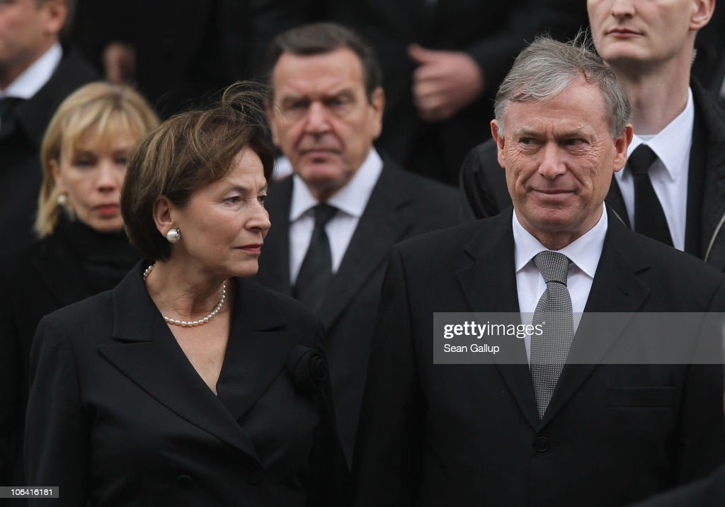 Former German President <a gi-track='captionPersonalityLinkClicked' href=/galleries/search?phrase=Horst+Koehler&family=editorial&specificpeople=209063 ng-click='$event.stopPropagation()'>Horst Koehler</a> and his wife Eva Luise Koehler, followed behind by former German Chancellor Gerhard Schroeder and his wife <a gi-track='captionPersonalityLinkClicked' href=/galleries/search?phrase=Doris+Schroeder-Koepf&family=editorial&specificpeople=224024 ng-click='$event.stopPropagation()'>Doris Schroeder-Koepf</a>, depart following the memorial service for Loki Schmidt, wife of former German Chancellor Helmut Schmidt, at the St. Michaelis Kirche on November 1, 2010 in Hamburg, Germany. Loki Schmidt died on October 21 at the age of 91.