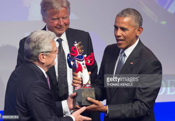 Former German President Joachim Gauck presents former US President Barack Obama with the German media prize at a ceremony in BadenBaden southern...