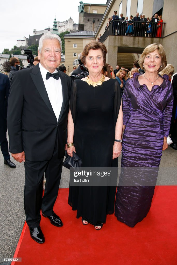 Former German President Joachim Gauck with his partner Daniela Schadt (R) and Helga Rabl-Stadler attend the 'La Clemenzia di Tito' premiere during the Salzburg Festival 2017 (Salzburger Festspiele) on July 27, 2017 in Salzburg, Austria.