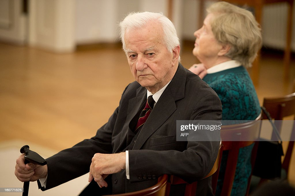 Former German President Richard von Weizsaecker and his wife Marianne attend a ceremony where German President Joachim Gauck awarded Argentinian- born conductor Daniel Barenboim the German order of Merit for services to music and culture before a dinner in his honour at the Bellevue Palace in Berlin on February 5, 2013. AFP PHOTO / ODD ANDERSEN