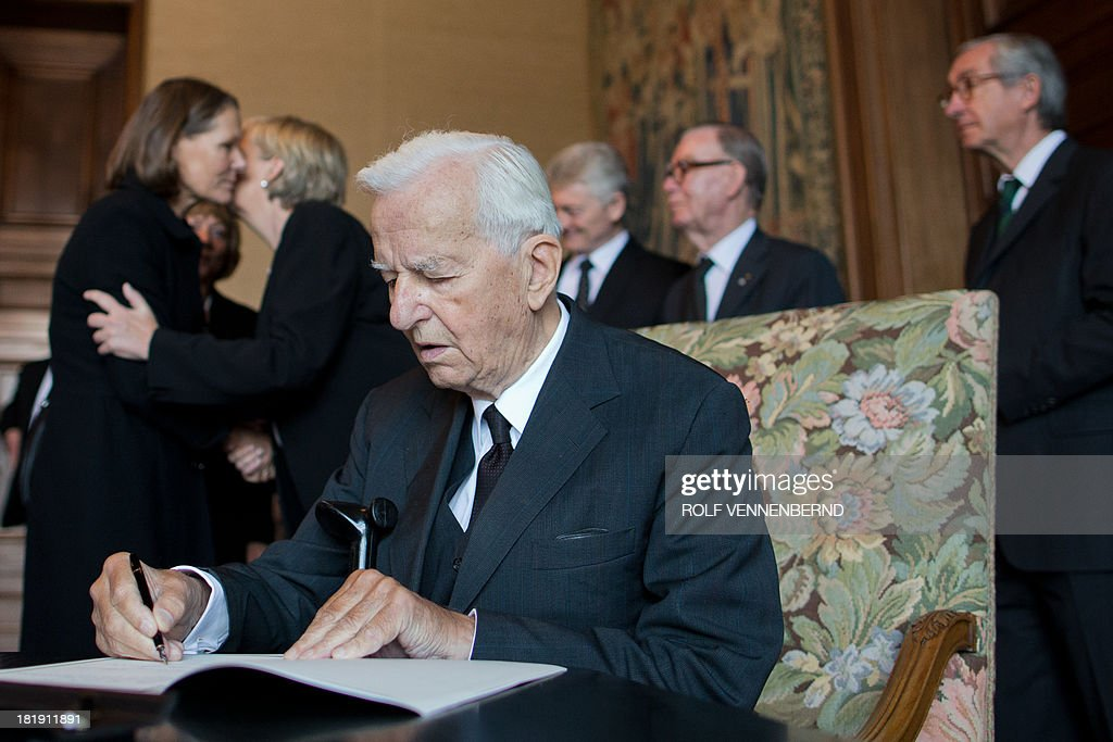 Former German President Richard von Weizsaecker makes an entry in a condolence book during the funeral service for the late Berthold Beitz, patriarch of German heavy industry giant ThyssenKrupp, on September 26, 2013 at Villa Huegel in Essen, western Germany. Beitz, who saved hundreds of Jews from Nazi persecution, had died aged 99 on July 30, 2013. He would have turned 100 on September 26, 2013. AFP PHOTO / POOL / ROLF VENNENBERND