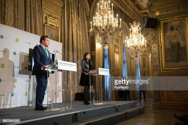Former Governor of the US State of California Arnold Schwarzenegger and Mayor of Paris Anne Hidalgo address a press conference on the air quality in...