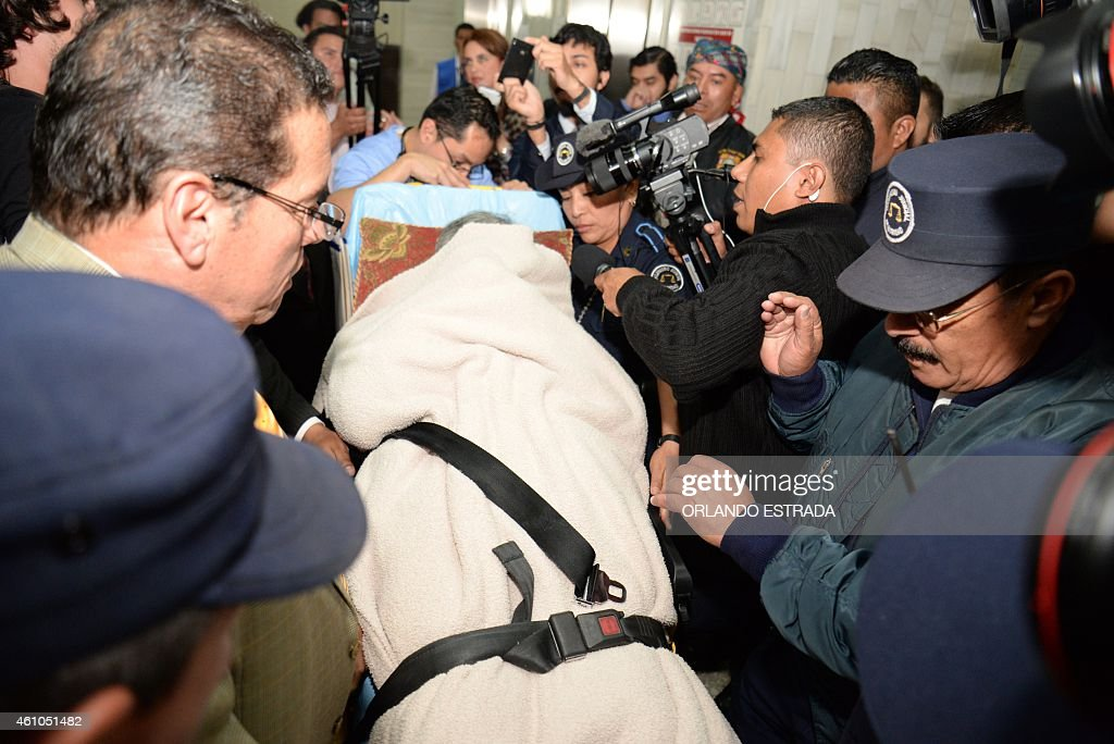 Former Guatemalan de facto president (1982-1983), retired General Jose Efrain Rios Montt, arrives on a stretcher covered with a blanket as a retrial against him opens in Guatemala City, on January 5, 2015. The retrial in genocide case against former dictator Efrain Rios Montt, accused of killing 1,771 indigenous people during his regime in the early 1980s, opens today after the Constitutional Court overturned his 80-year-conviction on procedural grounds in 2013. AFP PHOTO / Orlando ESTRADA