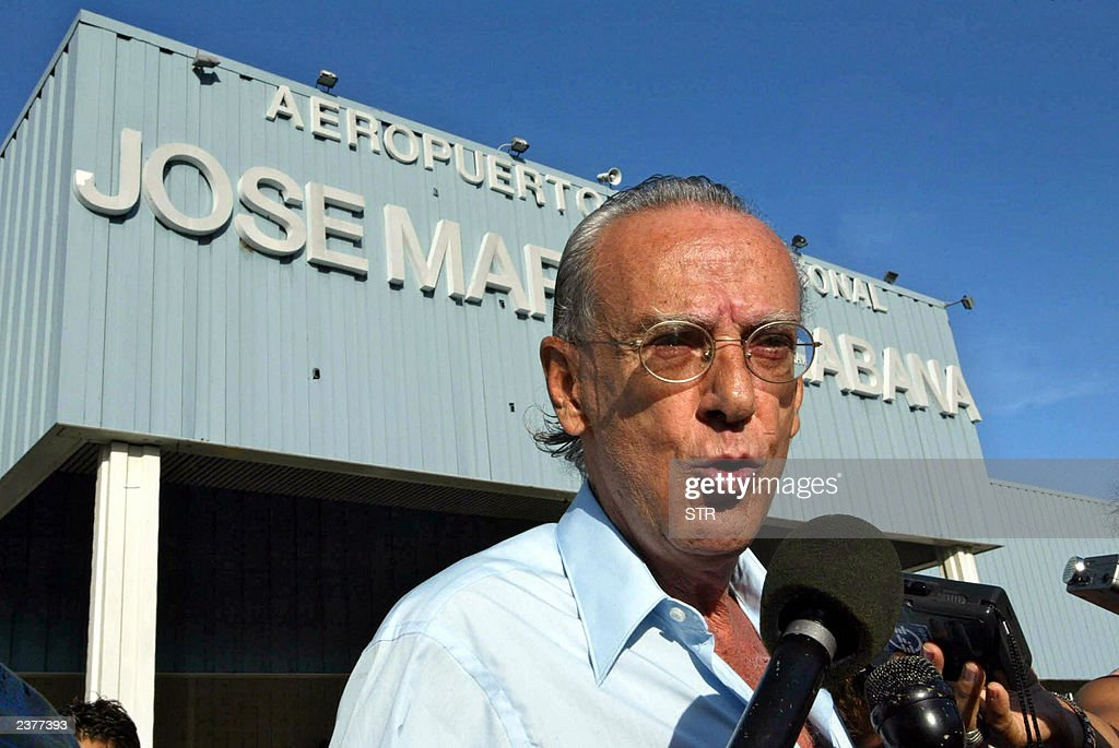Former guerrilla leader and former political prisoner Eloy Gutierrez Menoyo talks to the media at Jose Marti airport in Havana on August 07, 2003. Gutierrez Menoyo, who was based in Miami after were released in 1986 of a 22-year sentence in Cuba, has announced he will live in the island to work for peace and national reconciliation.