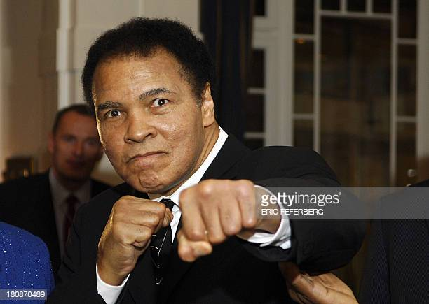 US former heavyweight boxing champion Muhammad Ali gives a punch in front of photographers at hotel Belvedere in Davos 28 January 2006 AFP PHOTO ERIC...