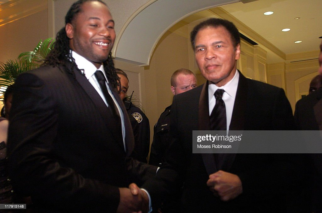 Former Heavywieght Champions <a gi-track='captionPersonalityLinkClicked' href=/galleries/search?phrase=Lennox+Lewis&family=editorial&specificpeople=202865 ng-click='$event.stopPropagation()'>Lennox Lewis</a> and <a gi-track='captionPersonalityLinkClicked' href=/galleries/search?phrase=Muhammad+Ali+-+Boxer+-+Born+1942&family=editorial&specificpeople=93853 ng-click='$event.stopPropagation()'>Muhammad Ali</a>