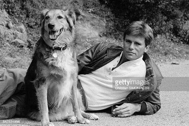 Former hockey playerturnedactor Richard Dean Anderson known for his role in TV series 'MacGyver' at home
