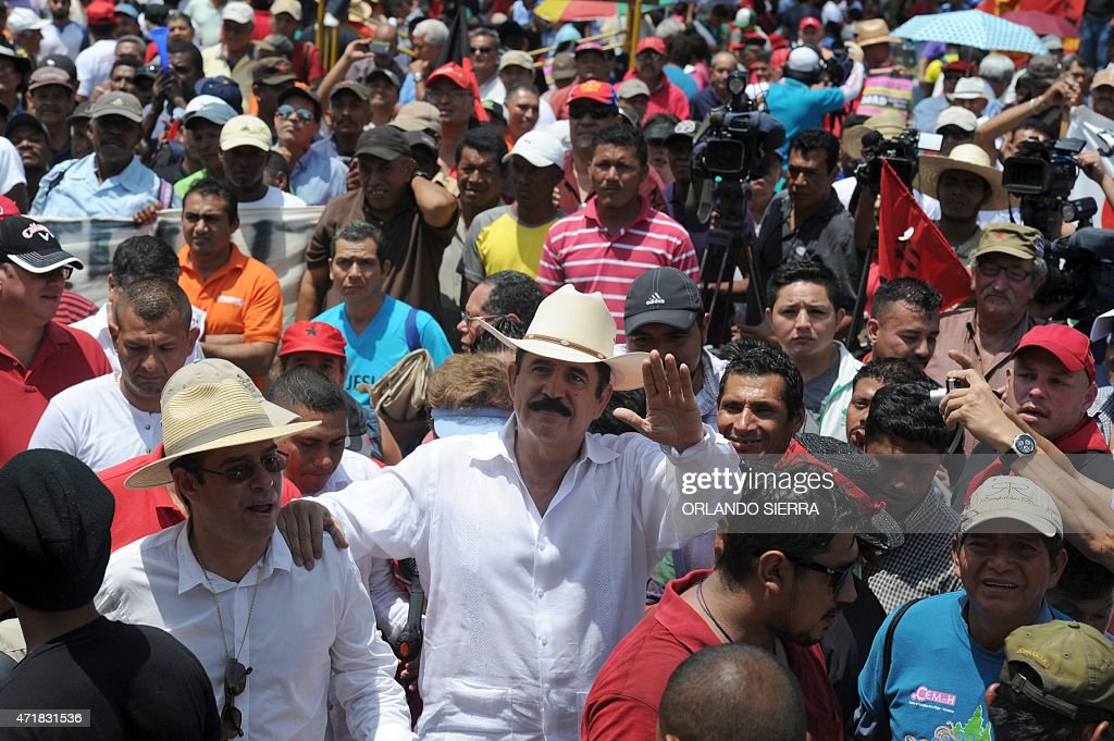 Former Honduran President Manuel Zelaya (C) participates in the May Day march in Tegucigalpa on May 1, 2015. AFP PHOTO/Orlando SIERRA