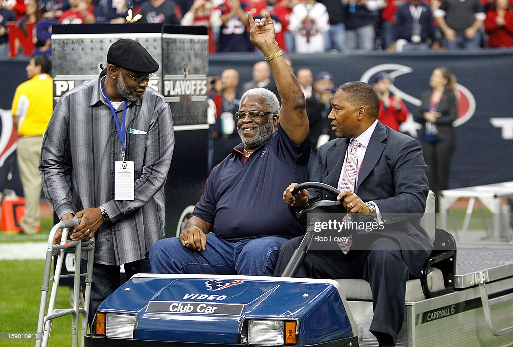 Former Houston Oilers running back <a gi-track='captionPersonalityLinkClicked' href=/galleries/search?phrase=Earl+Campbell&family=editorial&specificpeople=570909 ng-click='$event.stopPropagation()'>Earl Campbell</a> attends the game between the Houston Texans and the Cincinnati Bengals during their AFC Wild Card Playoff Game at Reliant Stadium on January 5, 2013 in Houston, Texas.