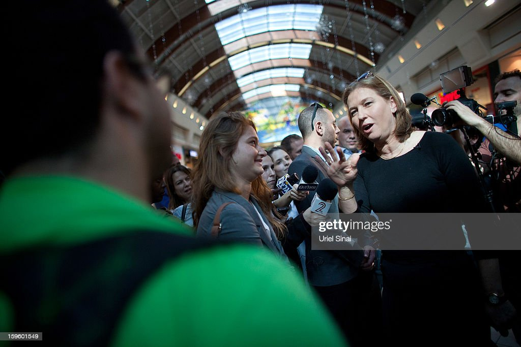 Former Israeli foreign minister Tzipi Livni, the leader of new party, The Movement, speaks to potential voters during an election event at a shopping center on January 17, 2013 in Ramat Gan, Israel. Israel will go to the polls on January 22.