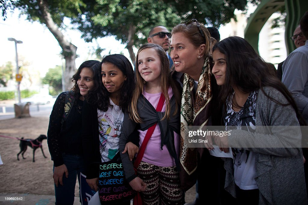 Former Israeli foreign minister <a gi-track='captionPersonalityLinkClicked' href=/galleries/search?phrase=Tzipi+Livni&family=editorial&specificpeople=537394 ng-click='$event.stopPropagation()'>Tzipi Livni</a> (2nd R), the leader of the new party The Movement, poses with people while campaigning on January 18, 2013 in Tel Aviv, Israel. Israel will go to the polls on January 22.