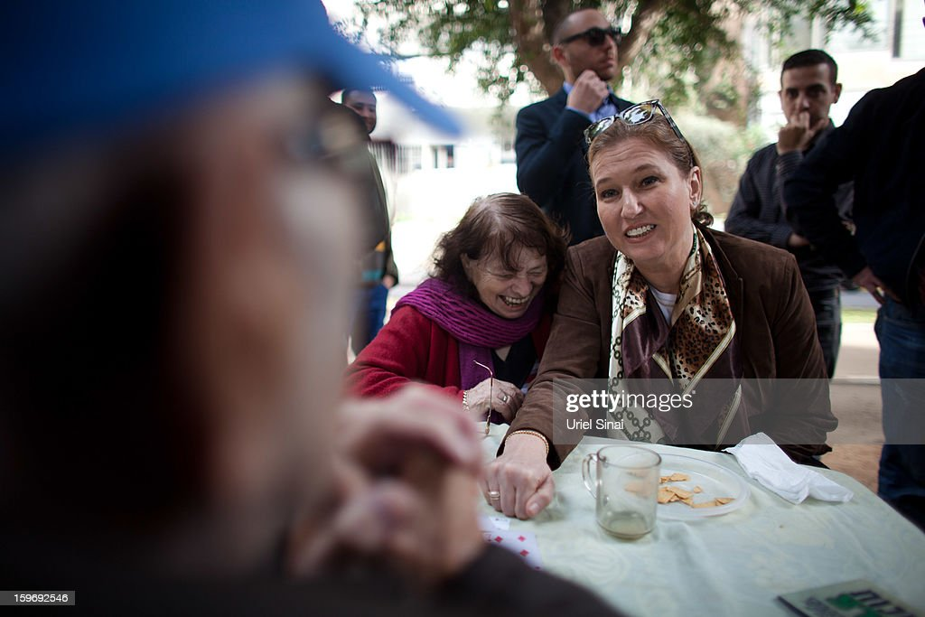 Former Israeli foreign minister Tzipi Livni, the leader of the new party The Movement, campaigns on January 18, 2013 in Tel Aviv, Israel. Israel will go to the polls on January 22.