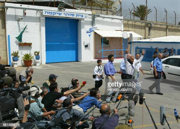 Former Israeli nuclear technician Mordechai Vanunu flashes the Vsign for victory outside the prison of Shikma in Askelon in southern Israel after...