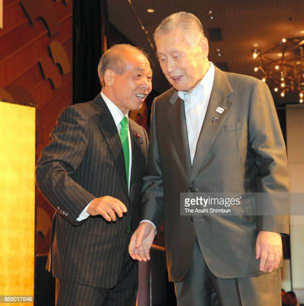 Former lawmaker and New Party Daichi leader Muneo Suzuki talks with former Prime Minister Yoshiro Mori during the party's fundraising reception on...