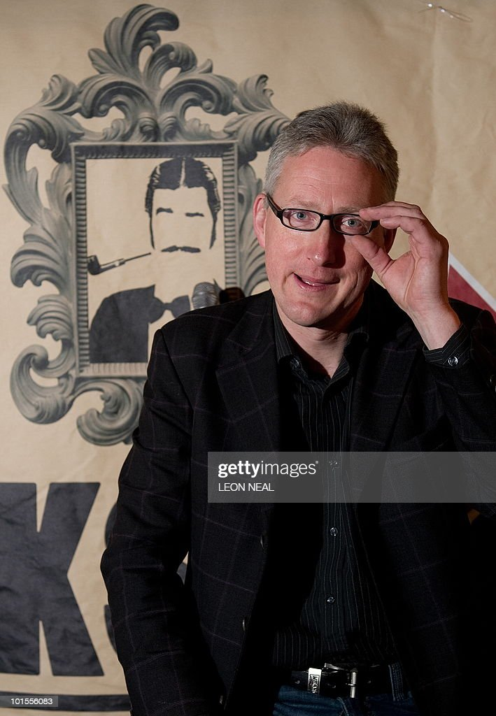 Former Liberal Democrat MP Lembit Opik poses for photographers during a photocall to promote his debut as a stand-up comedian in central London on 2 June, 2010. Opik lost his mid Wales constituency of Montgomeryshire to Conservative Glyn Davies in Britain's May 6 general election. AFP PHOTO/Leon Neal