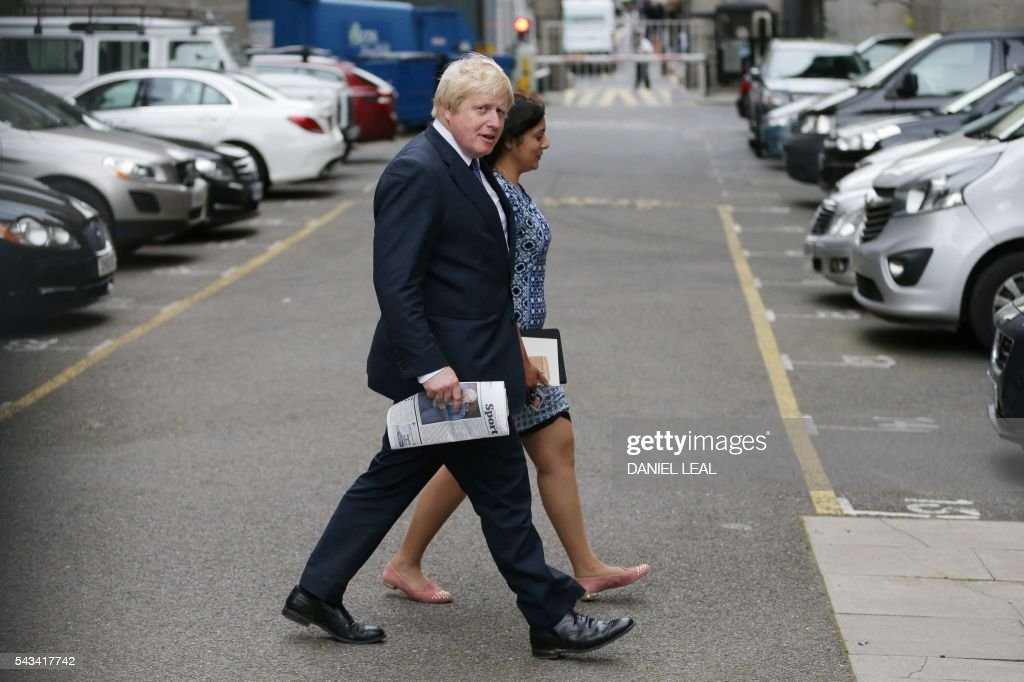 Former London mayor and Brexit campaigner Boris Johnson walks across a carpark by the Houses of Parliament and Portcullis House in central London on June 28, 2016. Popular British MP Boris Johnson is one step away from his dream of becoming Prime Minister, but the shadow of the ill-tempered EU referendum campaign looms large over his leadership bid. / AFP / DANIEL