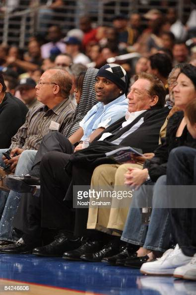 Former Los Angeles Clipper Cuttino Mobley watches a game from courtside with Clippers' owner Donald Sterling between the Phoenix Suns and the Los...