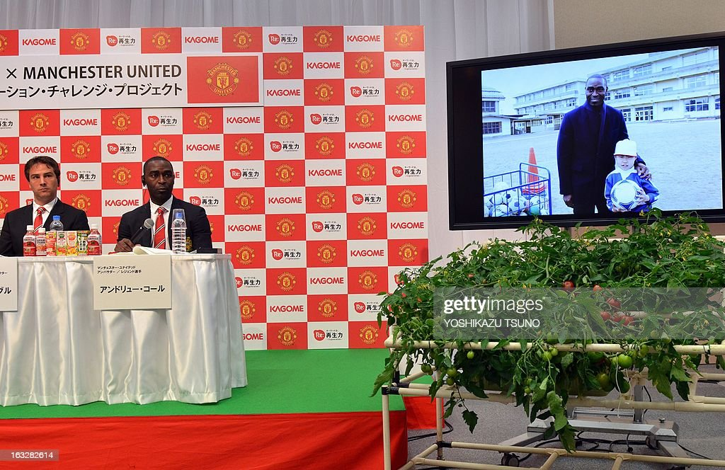 Former Manchester United forward Andy Cole (2nd L) and Manchester United Asia Pacific Director Jamie Reigle attend a press conference in Tokyo on March 7, 2013. Cole will foin Manchester United and Japanese food company Kagome during a football clinic for Japanese children living in the earthquake and tsunami stricken Tohoku region later this month. Manchester United will play a pre-season game against Japan's Yokohama F Marinos in Yokohama in July. AFP PHOTO / Yoshikazu TSUNO