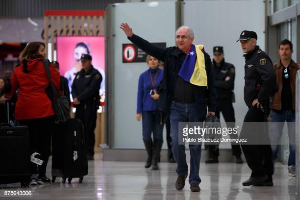Former mayor of Caracas Antonio Ledezma waves his hand at his arrival to Adolfo Suarez Madrid Barajas Airport on November 18 2017 in Madrid Spain...