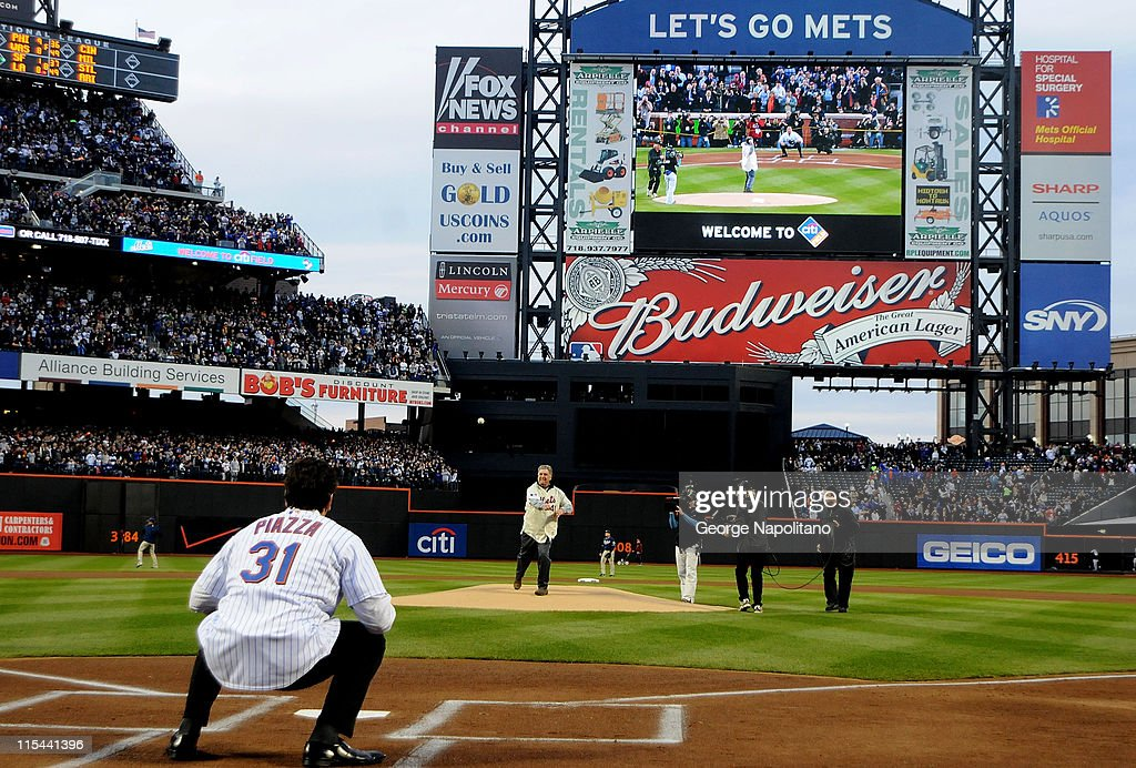 Former Mets pitcher Tom Seaver throws out the ceremonial first pitch to Mike Piazza before the San Diego Padres against the New York Mets during...