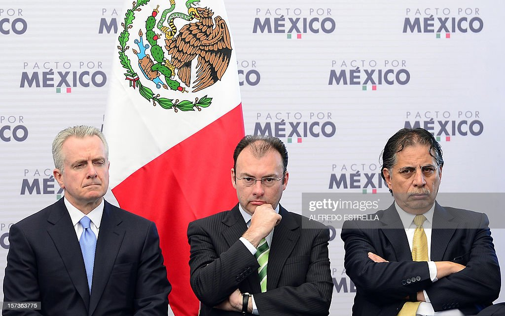 Former Mexican Senator for the National Action Party (PAN), Santiago Creel (L), Mexican Secretary of Finance and Public Credit, Luis Videgaray (C), and former Mexican Senator for Democratic Revolutionary Party (PRD), Jesus Ortega, attend the signing of the 'Pact for Mexico', on December 2, 2012 in Mexico City. Mexican President Enrique Pena Nieto and the main three polical parties of Mexico, signed Sunday an agreement to launch reforms to strengthen democracy, fight social inequality and promote economical growth. AFP PHOTO/Alfredo Estrella