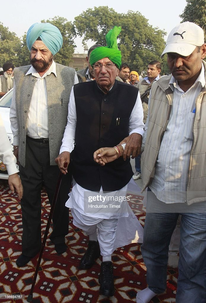 Former Minister CM Haryana Om Prakash Choutala at the Antim Ardas (funeral rites) of Gurdeep Singh 'Ponty' Chadha and his brother Hardeep Singh Chadha at Gurudwara Rakabganj Sahib on November 22, 2012 in New Delhi, India. Liquor Baron Ponty Chadha and his brother were killed in a gun battle over property dispute.