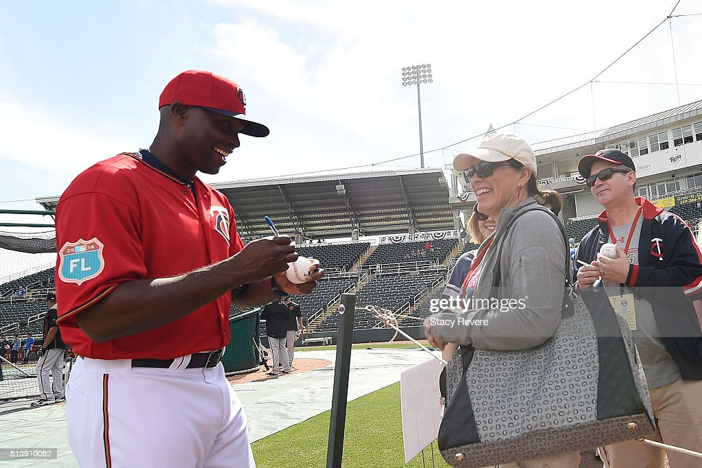Former Minnesota Twins player Torii Hunter signs autographs for fans prior to a spring training game between the Minnesota Twins and the Baltimore Orioles at Hammond Stadium on March 5, 2016 in Fort Myers, Florida.