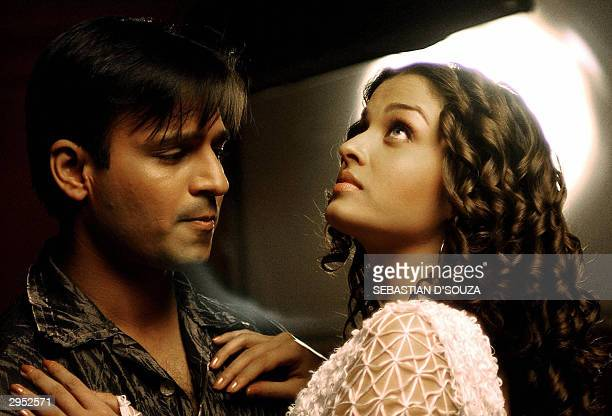 Former Miss World and Bollywood actress Aishwarya Rai and famous actor Vivek Oberoi on the sets of the movie 'Kyon Ho Gaya Na Pyar' in Bombay 09...