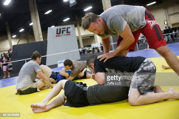 Former mixed martial artist Stephan Bonnar instructs martial arts participants during the UFC Fan Expo 2014 during UFC International Fight Week at...