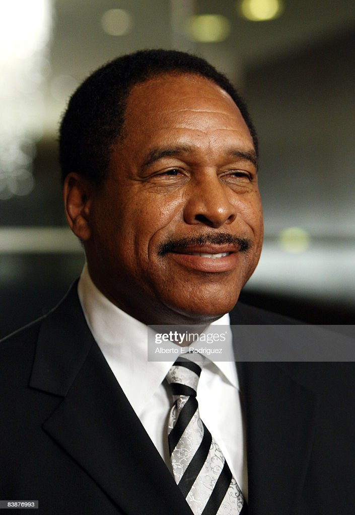Former MLB player Dave Winfield arrives at the 23rd annual American Cinematheque show honoring Samuel L. Jackson held at Beverly Hilton Hotel on December 1, 2008 in Beverly Hills, California.