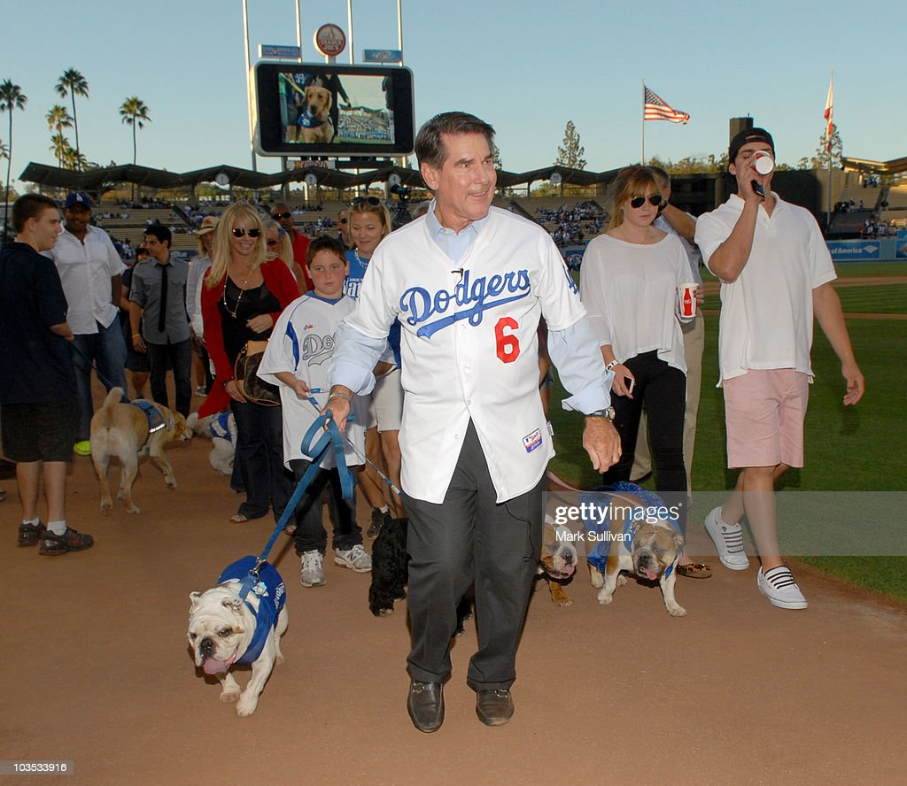 Former MLB player <a gi-track='captionPersonalityLinkClicked' href=/galleries/search?phrase=Steve+Garvey&family=editorial&specificpeople=210829 ng-click='$event.stopPropagation()'>Steve Garvey</a> (C) leads the parade at Bark in the Park event prior to the Los Angeles Dodger game on August 21, 2010 in Los Angeles, California.
