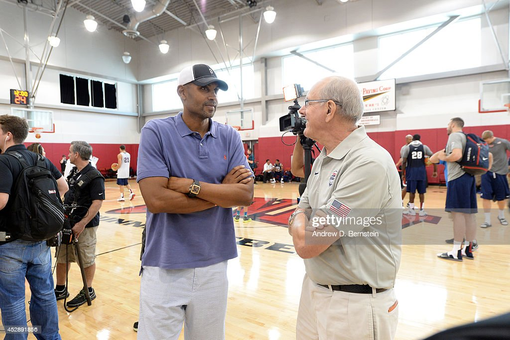 Former NBA player <a gi-track='captionPersonalityLinkClicked' href=/galleries/search?phrase=Grant+Hill+-+Basketball+Player&family=editorial&specificpeople=201658 ng-click='$event.stopPropagation()'>Grant Hill</a> speaks with assistant coach <a gi-track='captionPersonalityLinkClicked' href=/galleries/search?phrase=Jim+Boeheim&family=editorial&specificpeople=210990 ng-click='$event.stopPropagation()'>Jim Boeheim</a> of the USA Men's National Team during practice at the Mendenhall Center at the University of Nevada, Las Vegas on July 28, 2014 in Las Vegas, Nevada.