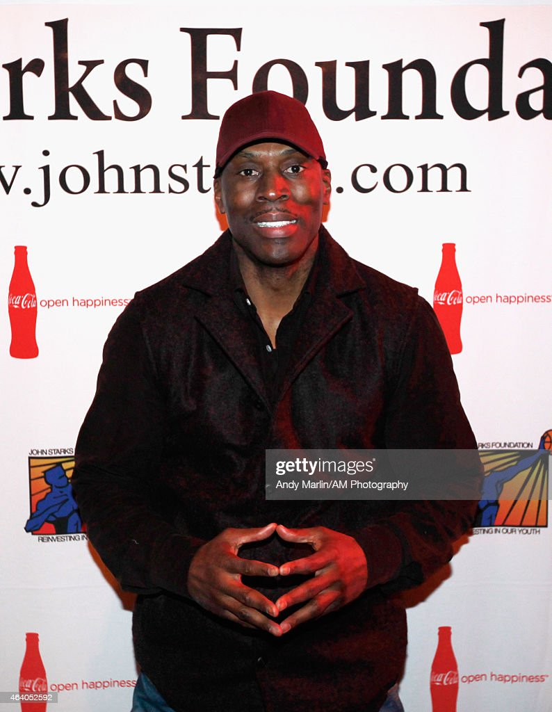willis posts up pictures getty images former nba player kevin willis poses for a photo during the john starks foundation celebrity bowling