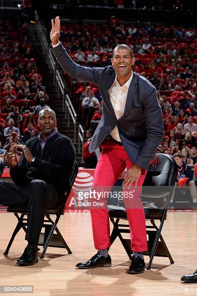 Former NBA player Shane Battier waves to the crowd during the Yao Ming jersey retirement ceremony during the Chicago Bulls game against the Houston...