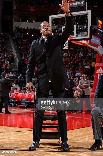 Former NBA player Steve Francis waves to the crowd during the Yao Ming jersey retirement ceremony during the Chicago Bulls game against the Houston...