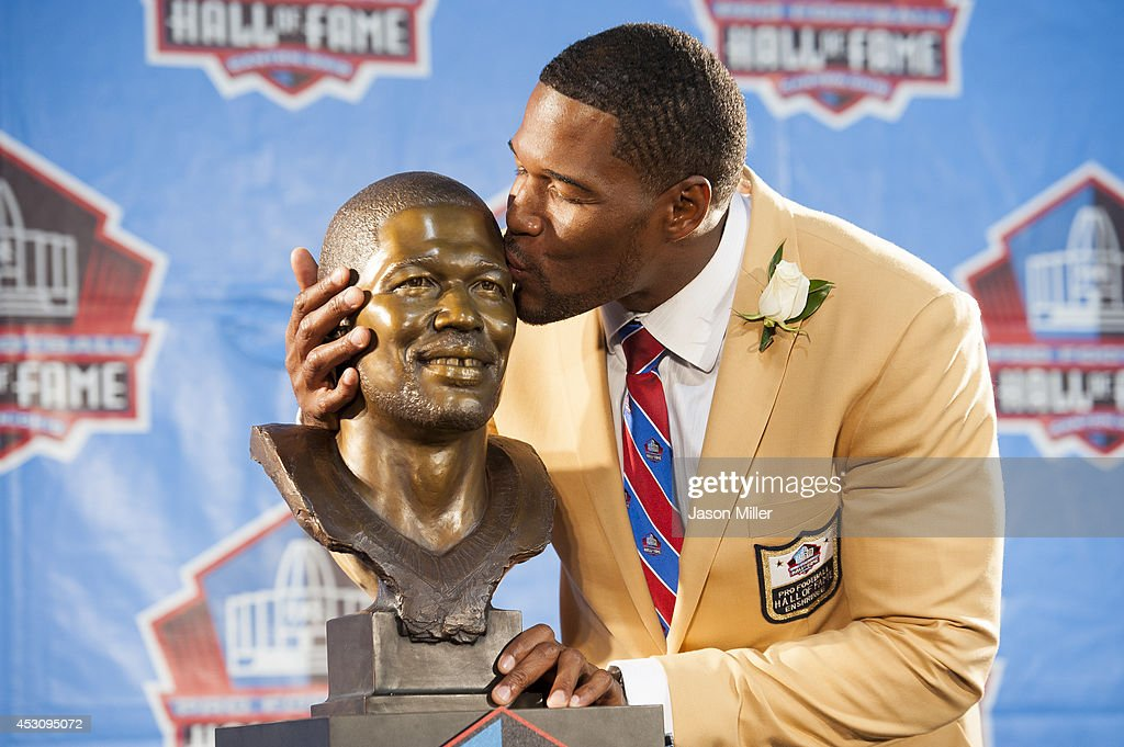 Former New York Giants defensive end <a gi-track='captionPersonalityLinkClicked' href=/galleries/search?phrase=Michael+Strahan&family=editorial&specificpeople=210563 ng-click='$event.stopPropagation()'>Michael Strahan</a> with his bust during the NFL Class of 2014 Pro Football Hall of Fame Enshrinement Ceremony at Fawcett Stadium on August 2, 2014 in Canton, Ohio.
