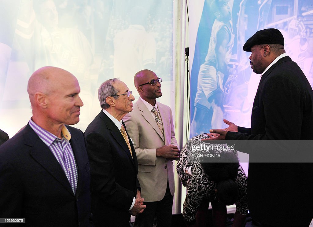 Former New York Rangers hockey great Mark Messier (L), former New York State Governor Mario Cuomo (2nd L), former Boxing World Champion Bernard Hopkins (2nd R) and former New York Knicks basketball great Patrick Ewing (R) attend the unveilling of great moments in Madison Square Garden history October 11, 2012 at Madison Square Park in New York, site of the original Garden. Madison Square Garden will launch two exhibits in November 2012-- 'Garden 366' and Defining Moments' tracing the history of the famous sports arena. AFP PHOTO/Stan HONDA
