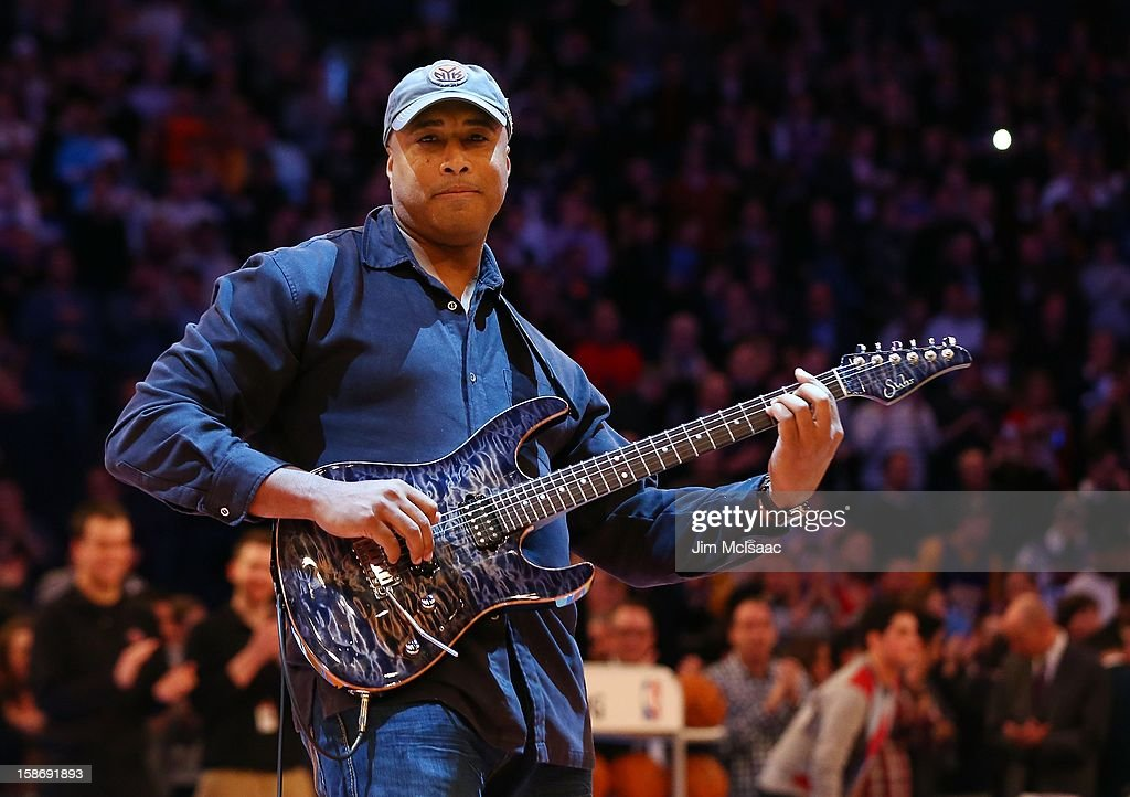 Former New York Yankee Bernie Williams performs the national anthem before a game between the New York Knicks and the Los Angeles Lakers at Madison Square Garden on December 13, 2012 in New York City. The Knicks defeated the Lakers 116-107.