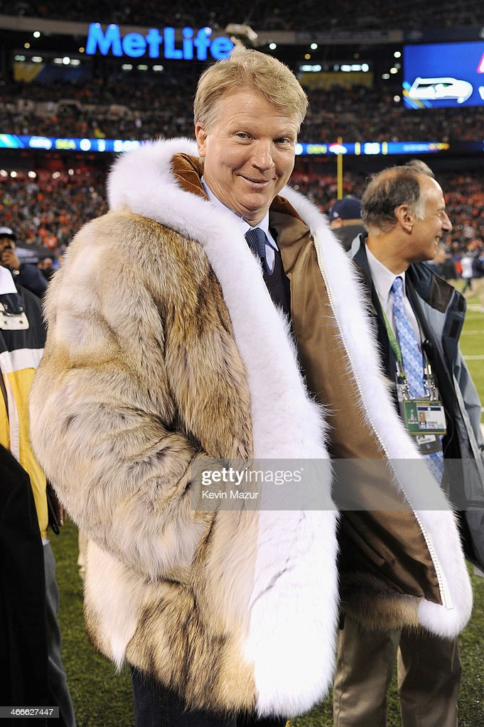 Former NFL player <a gi-track='captionPersonalityLinkClicked' href=/galleries/search?phrase=Phil+Simms&family=editorial&specificpeople=544734 ng-click='$event.stopPropagation()'>Phil Simms</a> attends the Pepsi Super Bowl XLVIII Pregame Show at MetLife Stadium on February 2, 2014 in East Rutherford, New Jersey.