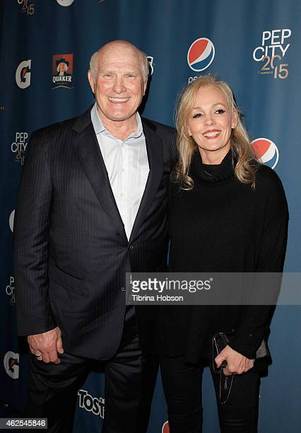 Former NFL player Terry Bradshaw and Tammy Bradshaw attend the Pepsi Rookie of The Year Party at Phoenix Art Museum on January 30 2015 in Phoenix...