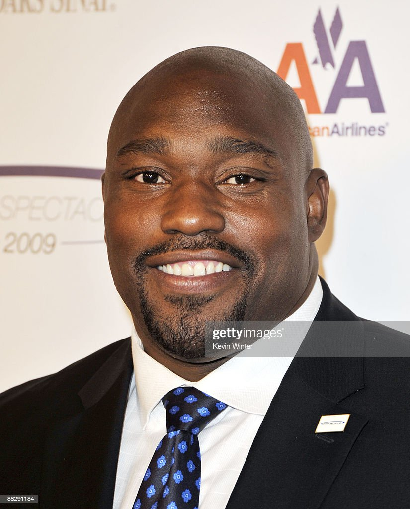 Former NFL Player <a gi-track='captionPersonalityLinkClicked' href=/galleries/search?phrase=Warren+Sapp&family=editorial&specificpeople=162706 ng-click='$event.stopPropagation()'>Warren Sapp</a> arrives at the Cedars-Sinai Medical Center's 24th Annual Sports Spectacular at the Century Plaza Hotel on June 7, 2009 in Los Angeles, California.