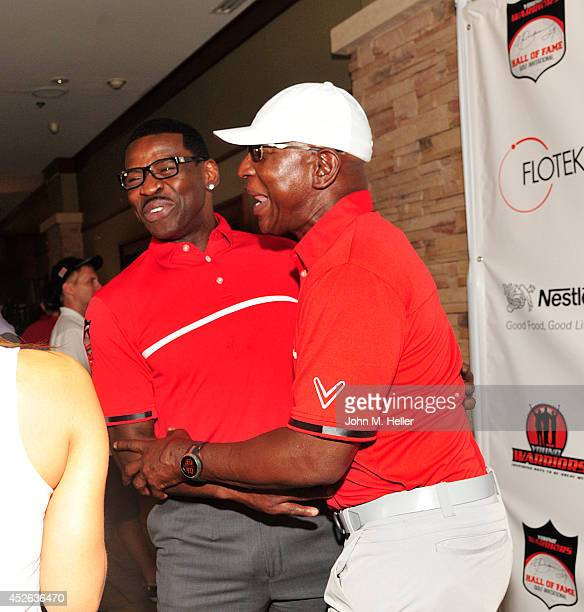 Former NFL player/actor Michael Irvin and former NFL player Eric Dickerson attend the Eric Dickerson Hall Of Fame Golf Invitational on July 24 2014...