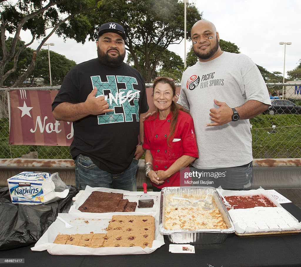 Former NFL players Chris Kemoeatu and Maake Kemoeatu attend the Pacific Elite Sports Fitness Center Grand Opening on January 24 2014 in Kaneohe Hawaii