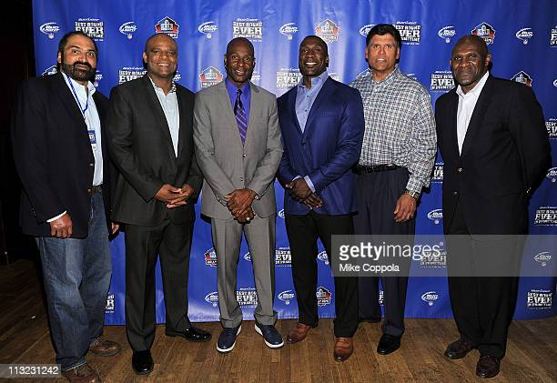 Former NFL players Franco Harris Warren Moon Jerry Rice Shannon Sharpe Anthony Munoz and Harry Carson attend the Bud Light 'Best Round Ever' PreDraft...
