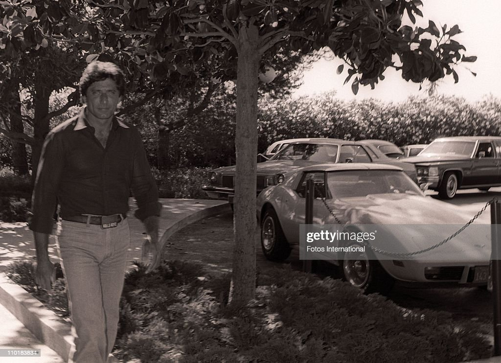 Former NFL quarterback <a gi-track='captionPersonalityLinkClicked' href=/galleries/search?phrase=Joe+Namath&family=editorial&specificpeople=91230 ng-click='$event.stopPropagation()'>Joe Namath</a> arrives at the NBC studios for a stars luncheon circa 1980's in Los Angeles, California.